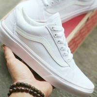 sepatu warna putih wanita vans oldscool kado hadiah cocok ukuran 36 -