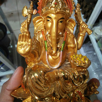 patung Dewa Ganesha ladoo emas