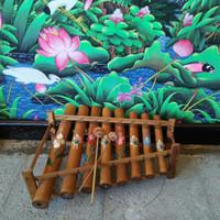 Rindik bambu kecil alat musik tradisional Bali
