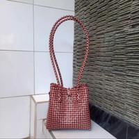 tas kerajinan anyaman dari bahan plastik jeli