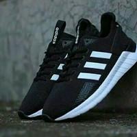 Adidas Sepatu Adidas Questarride Hitam-Putih