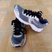 Kalenji/Sepatu running pria/sepatu second import berkualitas/Size 39