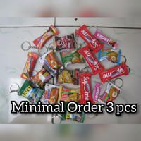souvenir gantungan kunci miniatur snack souvenir