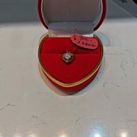 Liontin love kecil emas 700