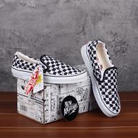 Vans Slip On X Motif SNOOPY PEANUTS Checkerboard Catur Black White