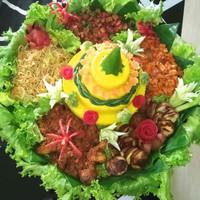 tumpeng/cake nasi