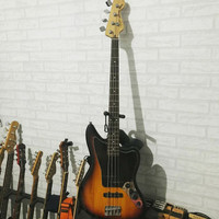 Squier Jaguar Bass Vintage Modified Active Pickup with gigbag n fender