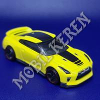 Hot Wheels Loose 17 Nissan GT-R (R35) Yellow