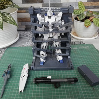 MG RX-0 Unicorn Gundam HD Color & MS Cage hangar