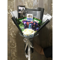Hand Bouquet/Buket Bunga mawar + Snack. Hadiah Wisuda/ulangtahun/anniv