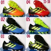 Sepatu bola Adidas anak