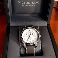 Jam tangan pria original Victorinox Swiss Chronograph Mint condition