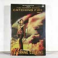 Novel Tersulut - Catching Fire - Suzanne Collins - Hunger Game #2
