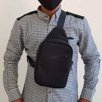 Sling Bag Pria Waterproof - Hitam