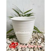 Pot Bunga Plastik Putih Tawon Tirus / Pirus 18 cm
