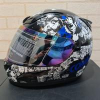 Helm JPN fullface comic hitam gloss font biru