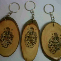 souvenir gantungan kunci kayu motif kaligrafi/lafad/pengantin