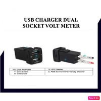 USB CAR CHARGER DUAL SOKET VOLT METER UNIVERSAL PNP CONSOLE MOBIL