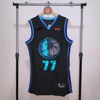 Jersey Basket Swingman NBA Dallas Mavericks Luka Doncic Black hitam - S