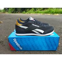 Sepatu Reebok Sneakers Classic Premium for women - 42, Abu-abu