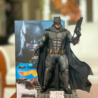 Hot Toys Batman Justice League Tactical Deluxe + Wired Custom Cape