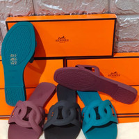 Restock lagi best seller sandal Hermes size 36-40 hitam, maroon, tosca
