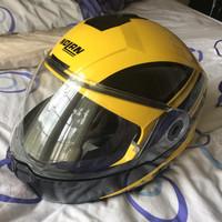 Helm Nolan N104 XL bekas