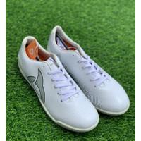Sepatu futsal Ortuseight original Solaris in white new 2020