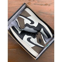NIKE AIR JORDAN 1 HIGH OG RETRO WHITE SAIL DARK MOCHA""