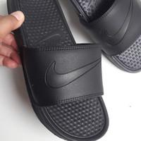Sandal Sport. NIKE BENASSI. Sandal Pria. All Black. Flip Flop