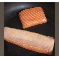FRESH Salmon BELLY (banyak Omega 3) Norway Import Sushi Sashimi 1/2 kg