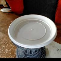 Tatakan pot plastik putih ukuran 30-35+40 cm