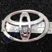 Logo emblem Toyota ukuran 15 x 10,2 cm chrome