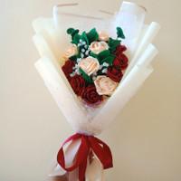 Buket bunga mawar wisuda mewah dari bahan satin. Real pict