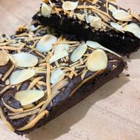 Fudgy Brownie by @viridiakitchen / Brownies Panggang -Mix 2 Topping