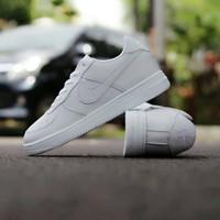 Sepatu Sneakers Wanita Nike Air Force 1 All White /Sneakers Nike Murah