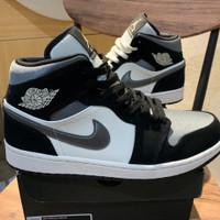 Nike Air Jordan 1 Mid Satin Grey size 9us/ 42,5