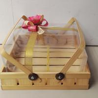 Kotak kue bambu tenteng 25x25 cm