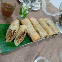 Lumpia Semarang isi rebung, ayam, telor