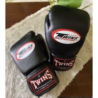 Sarung Tinju Muay Thai Twins OEM, Boxing gloves jual cepat sisa 1