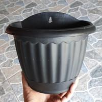 Pot bunga plastik dinding hitam 22 dengan taktakan tatakan