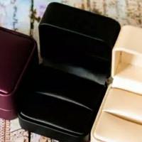 Premium Elegant LED Leather Ring Box   Kotak Cincin Kulit Mewah - Hitam