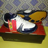 Sepatu Badminton HiQua Storm