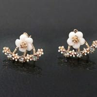 HN - Anting Berlian Motif Bunga Daisy