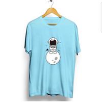 ATASAN BAJU KAOS DISTRO PRIA WANITA MURAH tshirt astronot duduk bulan