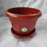 Pot plastik ukuran sedang + tatakan SL 7522/ pot plastik coklat