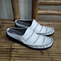 sepatu sandal pria model selop bustong putih pria kulit asli ARB007