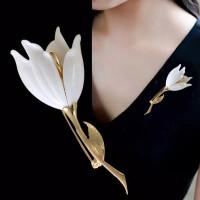 Bros Hijab Peniti Bentuk Bunga Tulip- White & Gold