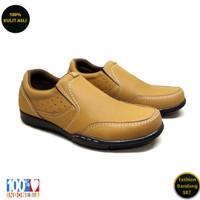 Sepatu kasual pria kulit asli model slip on premium KZ 01