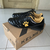 Sepatu Futsal KELME POWER GRIP BLACK GOLD Bekas